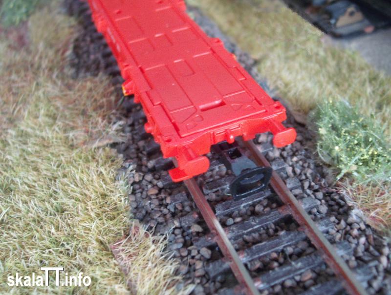 PIKO. Platforma Lgs579 - czoło wagonu z gniazdem i sprzęgiem modelowym.