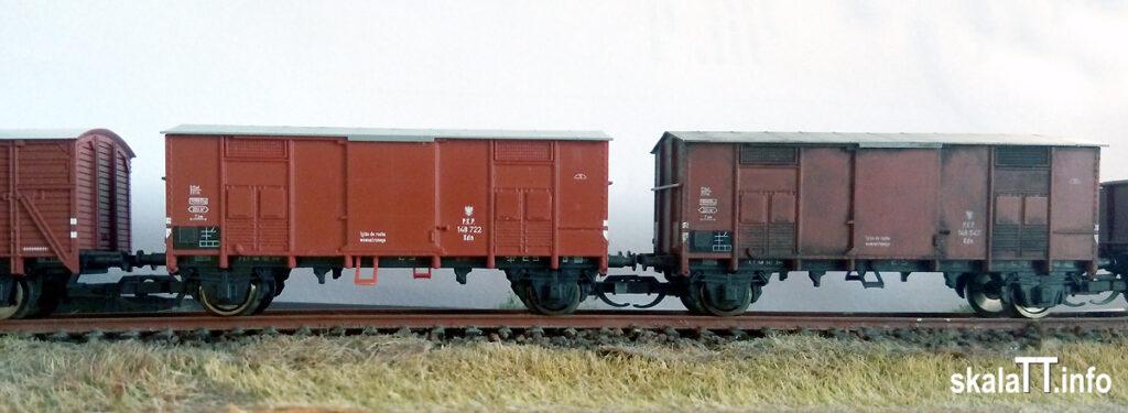 Hädl Manufaktur/EKA-model: zestaw wagonów krytych pochodzenia włoskiego ep. IIIb nr kat. 553180. Wagony PKP Kdn 148 722 i Kdn 148 547 (z naniesionymi przez Pawła Wróblewskiego śladami użytkowania)